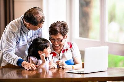 grandparents_with_grandchild_small